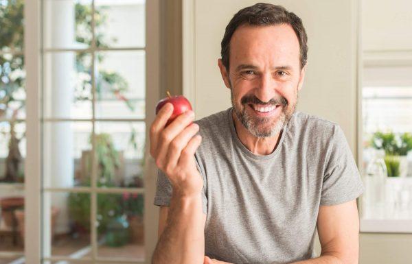 בני 50+ והשיניים כואבות? הכתבה הזו תאפשר לכם לחייך שוב